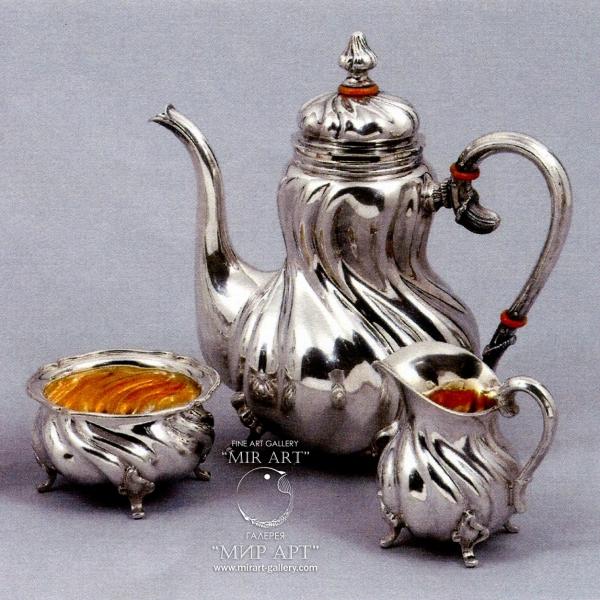 Серебряный кофейный гарнитур из 3-х предметов, В дрезденском стиле «Вилкенс и сыновья».  Материал: серебро, позолота