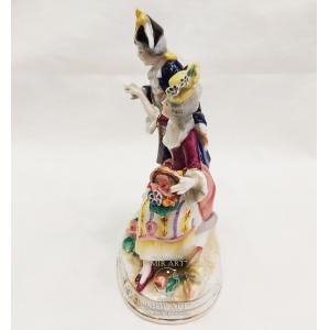 Антикварная фарфоровая скульптурная композиция «Галантные пары на овальной основе» из серии «Шесть фигур»