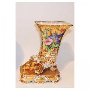 Золоченая ваза