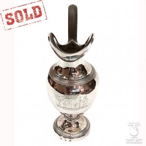 «Антикварный серебряный кувшин с деревянной ручкой»